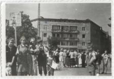 [Dzieci ze Szkoły Podstawowej nr 2 w Olsztynie podczas imprezy miejskiej. 1]