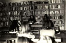 [Spotkanie autorskie z Maryną Okęcką-Bromkową w Powiatowej i Miejskiej Bibliotece Publicznej w Mrągowie 1974. 1]