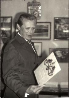 [Spotkanie autorskie z Emilem Karewiczem w Powiatowej i Miejskiej Bibliotece Publicznej w Mrągowie 1970]