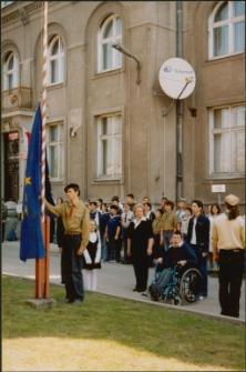 [Wciągnięcie na maszt flagi Unii Europejskiej w Mrągowie 2004. 3]