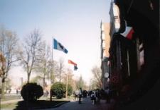 [Wciągnięcie na maszt flagi Unii Europejskiej w Mrągowie 2004. 4]