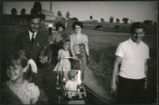 [Całą rodziną idziem nad rzekę Działdówkę]