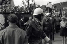 [Członkowie ORMO podczas pochodu 1 Maja 1968 w Działdowie]