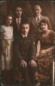 [Rodzina Przybylskich ze szwagrem Bolesławem Przyjemskim - kolorowana]