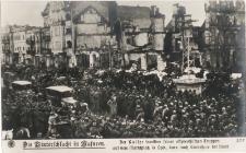 Die Winterschlacht in Masuren. Der Kaiser inmitten seiner ostpreußischen Truppen aus dem Marktplatz in Lyck, kurz nach Einnahme der Stadt