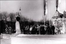 [Uroczystość przy pomniku Rocha w Mrągowie. 2]