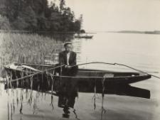 [Wędkarz w łódce na Jeziorze Drwęckim]