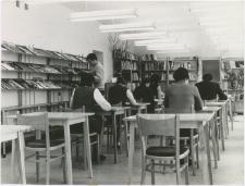 [Czytelnia Powiatowej i Miejskiej Biblioteki Publicznej w Giżycku. 3]