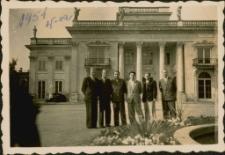 [Mężczyźni w Łazienkach Królewskich 1952. 1]